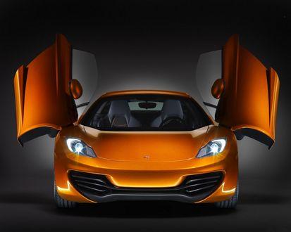 Обои Оранжевый Макларен с открытыми дверями / McLaren MP4-12C