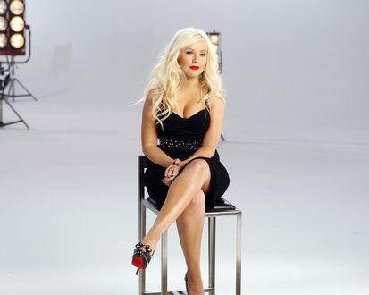 Обои Певица Кристина Агилера / Christina Aguilera - пышка блондинка с ярко-красными губами