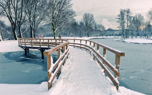 Обои Мостик через зимнюю речку