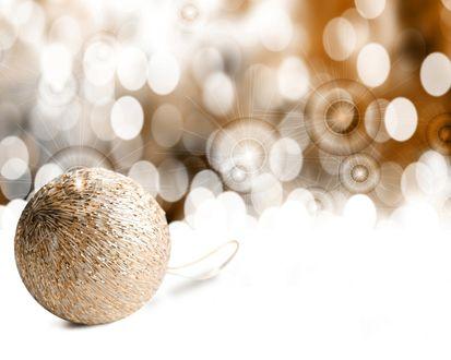 Обои Золотой новогодний шар