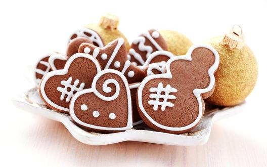 Обои Новогоднее печенье и шары