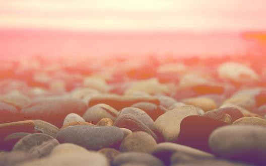 Обои Морские камушки на закате
