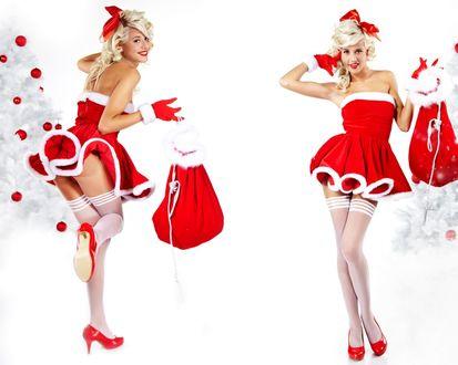 Обои Две сексуальные блондинки одетые в эротические ,новогодние костюмы стоят у белых ёлок на которых висят новогодние шары и держат в руках мешки с подарками