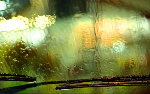Обои Стекло машины, залитое дождем
