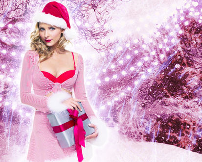 Обои Актриса Сара Мишель Геллар / Sarah Michelle Gellar в образе снегурочки, держит в руках подарок