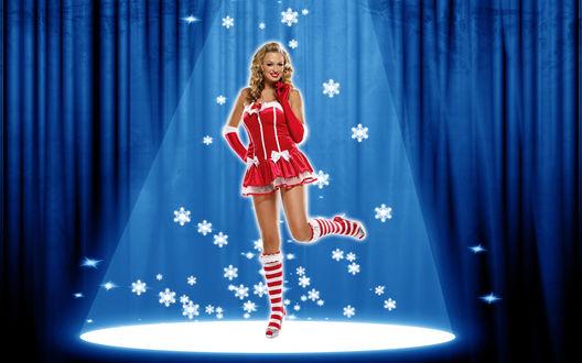 Обои Снегурочка блондинка на сцене в луче прожектора