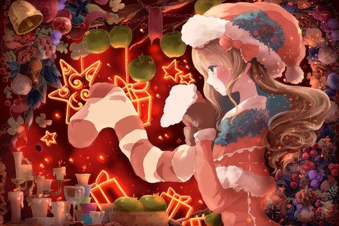 Обои Девушка в новый год держит в руках носок с подарками