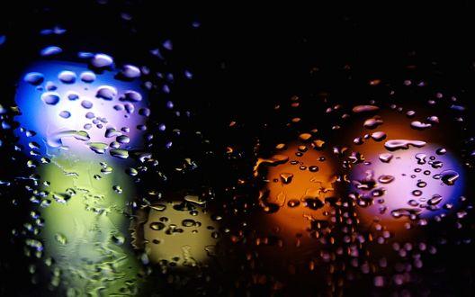 Обои Блики на стекле с каплями