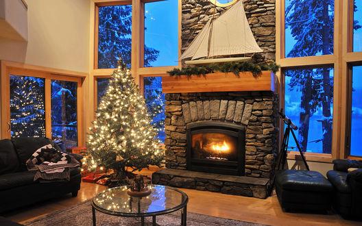 Обои Ёлка у камина, за окнами настоящая зима