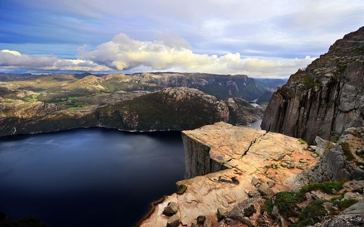 Обои Вид озера с горы