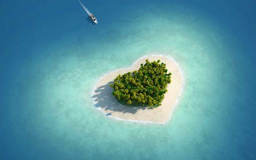 Обои К острову любви в форме сердца, заросшему пальмами, направляется катер