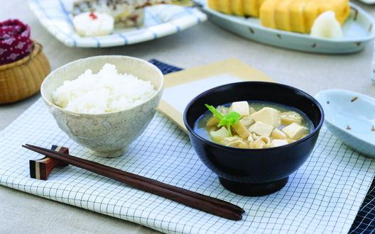 Обои Рис и суп с кусочками сыра