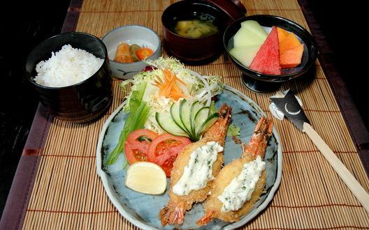 Обои Овощи, рыба и рис лежат в тарелках