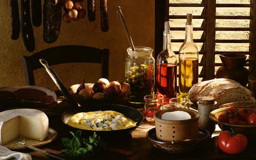Обои Накрытый стол разнообразными блюдами