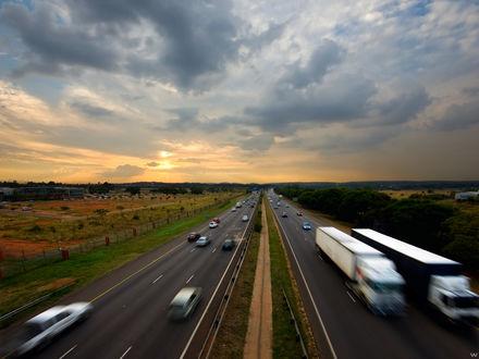 Обои Скоростное шоссе, заполненное машинами
