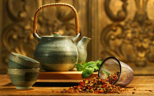 Обои Заварка, листья и чайный сервиз
