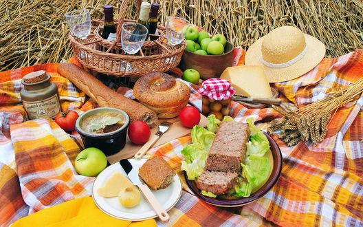 Обои Пикник с разнообразными блюдами