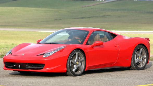 Обои Ferrari 458 / Феррари 458 на дороге