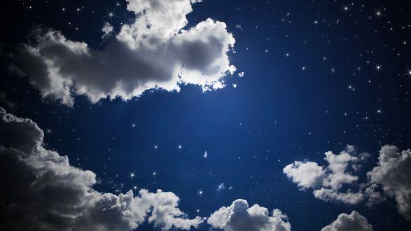 Обои Сквозь редкие облака на небе проглядывают яркие звёзды