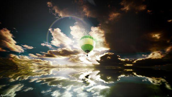 Обои Воздушный шар несётся навстречу смерчу над морем