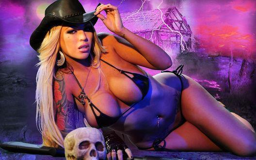 Обои Меган Дениз Фокс / Megan Denise Fox в шляпе ковбоя в чёрном купальнике и черепом