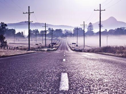 Обои Дорога, петляя, уходит вдаль, к горам