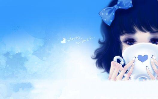 Обои Милая синеглазая девушка с синим бантиком в волосах и французским маникюром на фоне неба пьёт из чашечки с сердечком (wheres my love?)