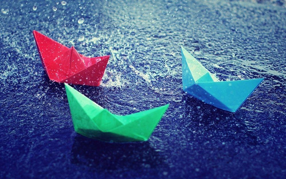 Обои для рабочего стола Бумажные кораблики под дождем