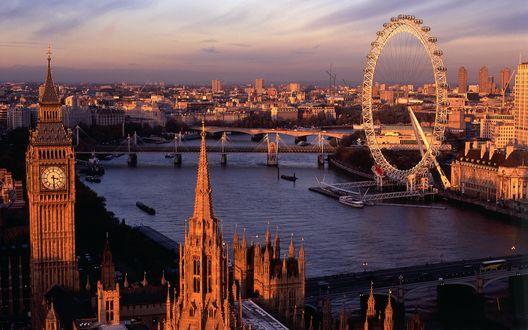 Обои Вид сверху на колесо обозрения 'Лондонский глаз / London eye' и  башню Биг Бен / Big Ben, Лондон, Великобритания