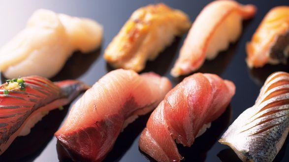 Обои Сырые кусочки рыбы (суши)