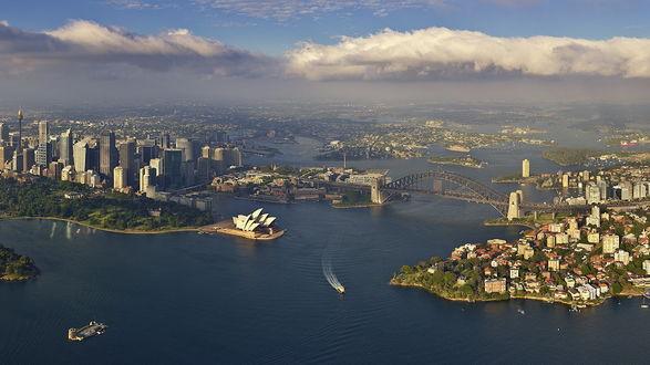 Обои Вид города и плавающих кораблей  с самолёта