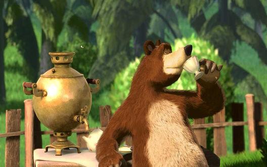 Обои Медведь распивает чаи из самовара - м/ф Маша и Медведь