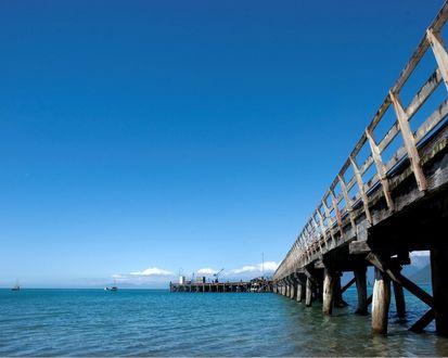 Обои Деревянный мост в море