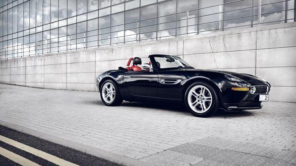 Обои Чёрное BMW Z8 / БМВ З8 стоит у дома