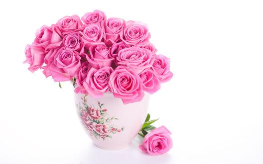 Обои Розовые розы в вазочке