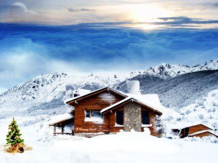 Обои Домик стоит среди гор, а рядом украшенная ёлка