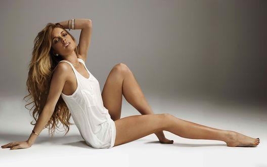 Обои Lindsay Lohan / Линдсей Лохан в мини-платье