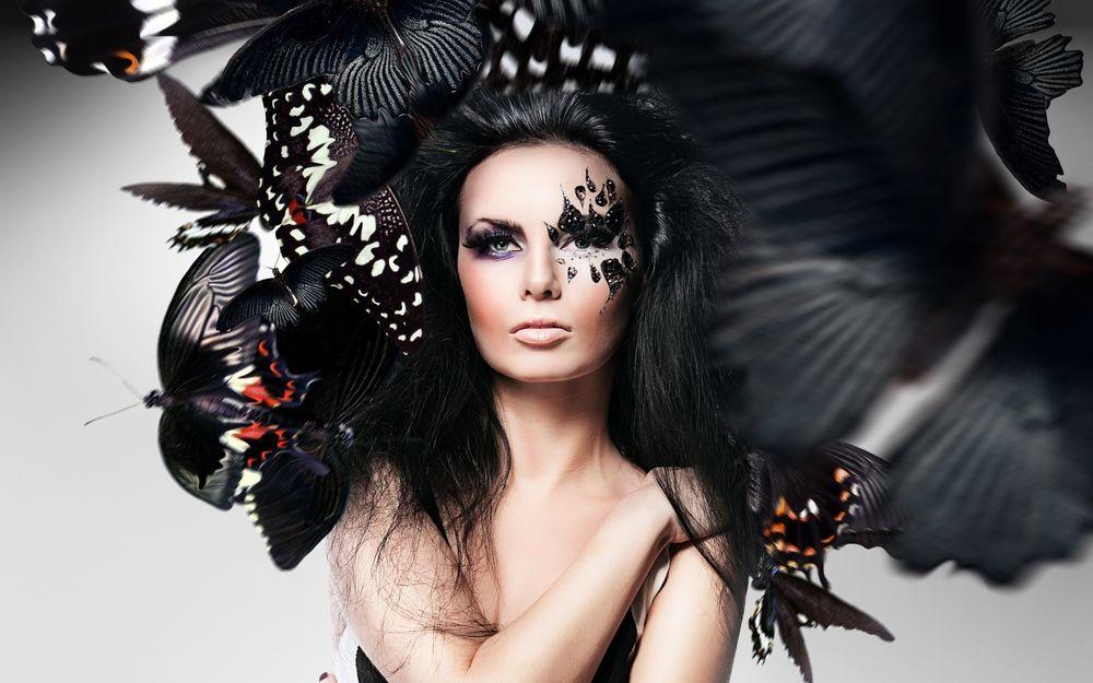 Обои для рабочего стола Девушка с макияжем бабочки