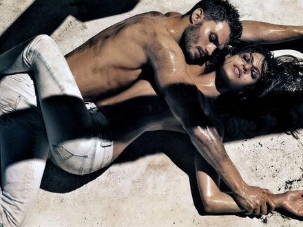 Обои Ева Мендес / Eva Mendes и Джейми Дорнан / Jamie Dornan в рекламе джинсов Calvin Klein Jeans