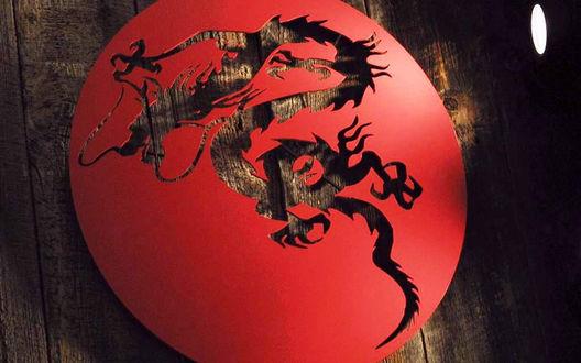 Обои Декоративный диск, на котором вырезан дракон
