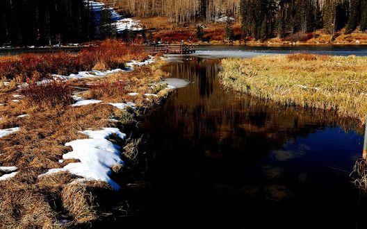 Обои Природа отходит от зимы, лед на речке растаял, осталось совсем немного снега