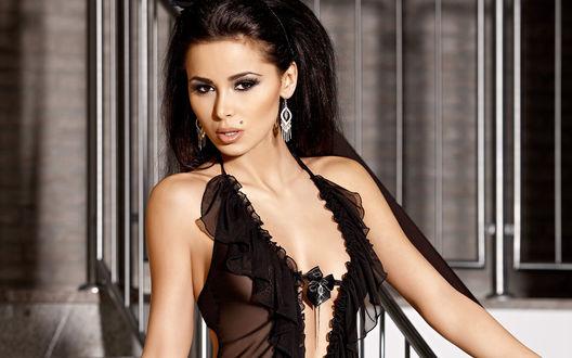 Обои Сексуальная модель Patrycja Farbis в черном белье
