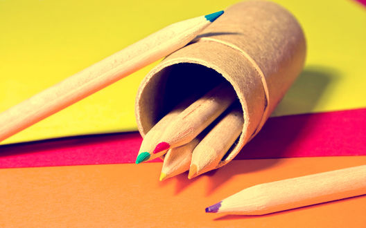 Обои Цветные карандаши в стакане