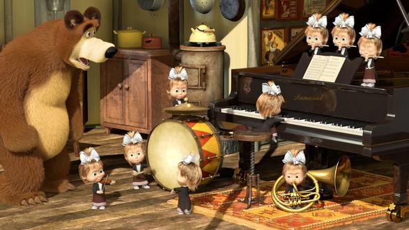 Обои Медведь с удивлением наблюдает за Машей, которая играет на всех музыкальныз инструментах одновременно (мультфильм *Маша и Медведь*)