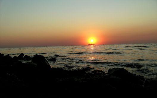 Обои Спокойная морская вода на закате