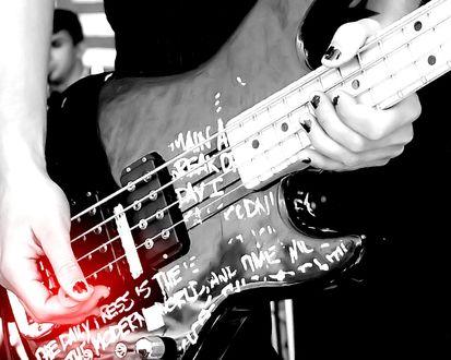 Обои Гитара в руках профессионала