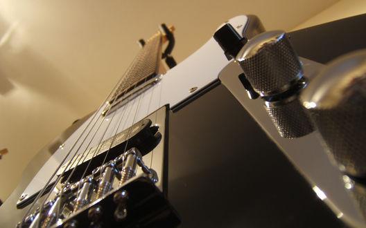 Обои Красивые струны величественной электрогитары