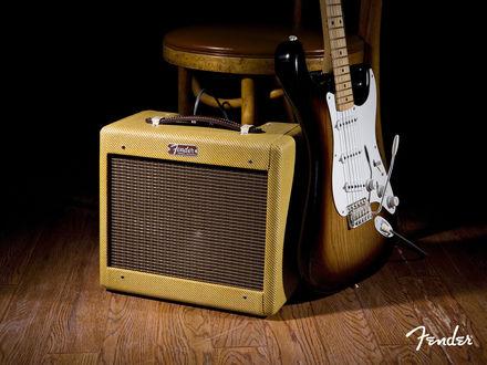 Обои Электрогитара и ретро усилитель Fender Stratocaster
