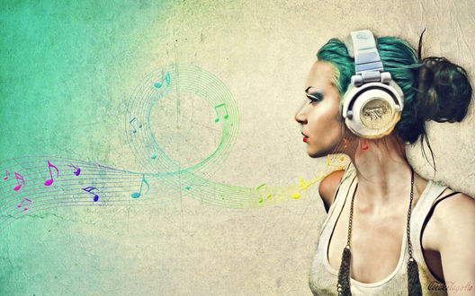 Обои Девушка-нефомалка в наушниках слушает музыку (CocaColagirlie)