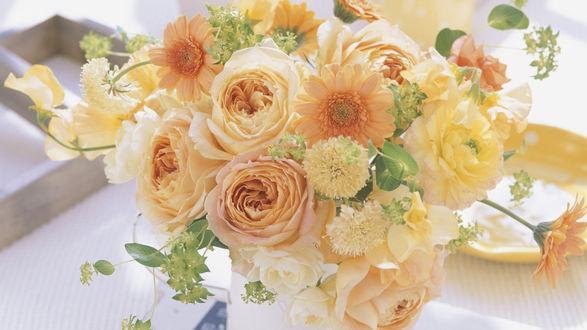 Обои Букет-композиция с оранжевыми розами